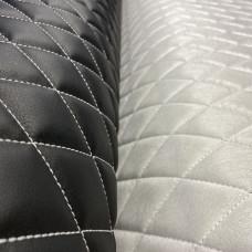 Экокожа стеганая черная гладкая (0,9), 3 стежки белые, ППУ 5 мм+сп (ромб 4,5*4,5 см.)